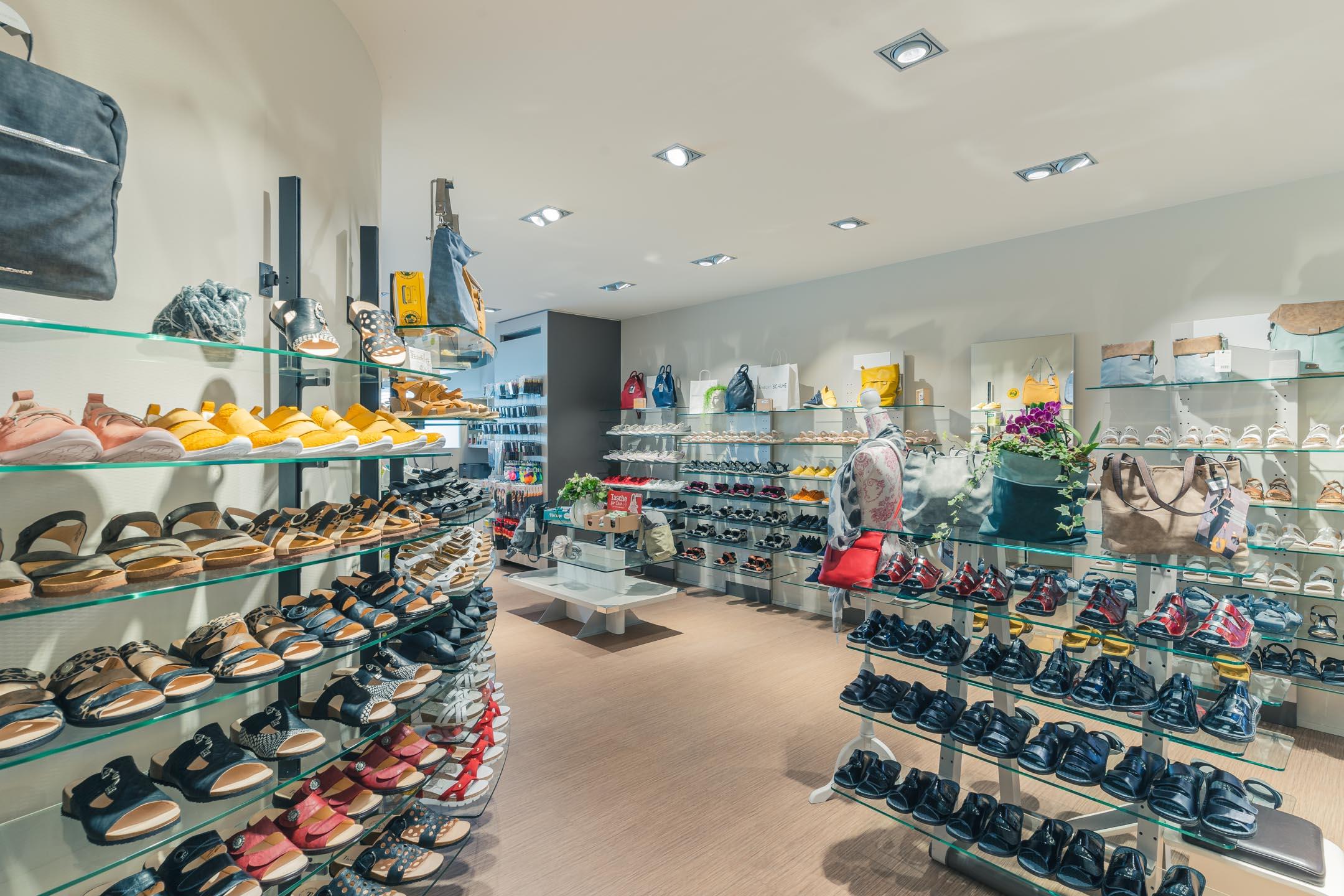 Knecht Schuhe Geschäft Innenansicht